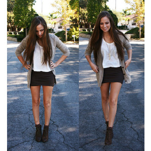 shorts-tshirt-cardigan-and-boots-outfit